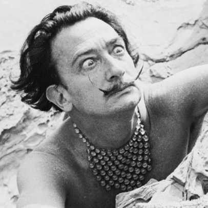 Salvador Dalì, esumata la salma: i celebri baffi intatti