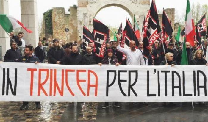 """< img src=""""https://www.la-notizia.net/periferie.jpg"""" alt=""""periferie"""""""