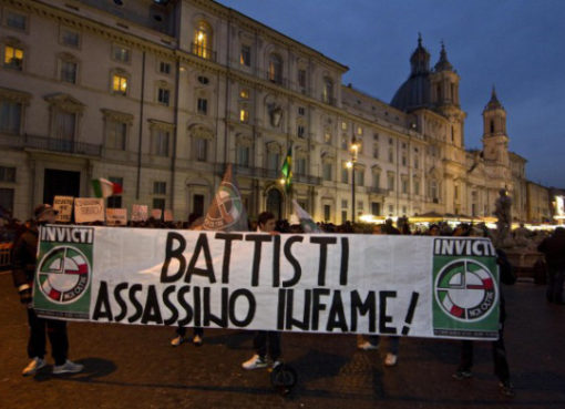 "< img src=""https://www.la-notizia.net/battisti.jpg "" alt=""battisti"""