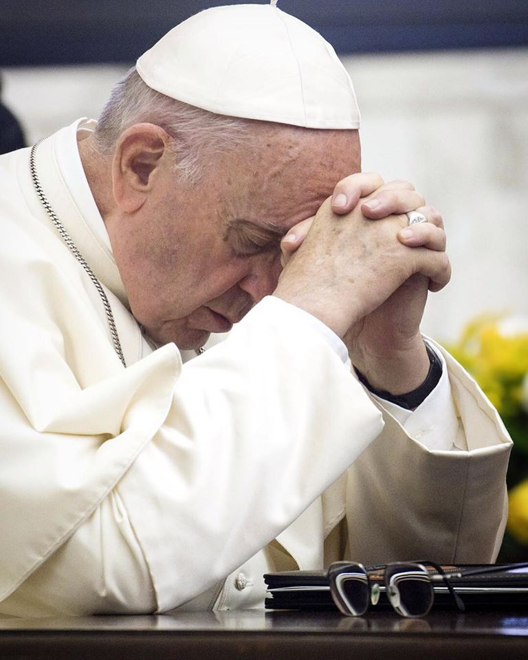 "< img src=""http://www.la-notizia.net/papa-francesco"" alt=""papa francesco"""