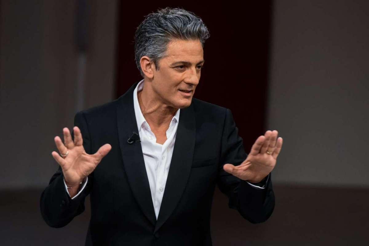"""< img src=""""https://www.la-notizia.net/elisa.jpg"""" alt=""""elisa"""""""