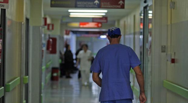 """< img src=""""https://www.la-notizia.net/infermiere"""" alt=""""infermiere"""""""