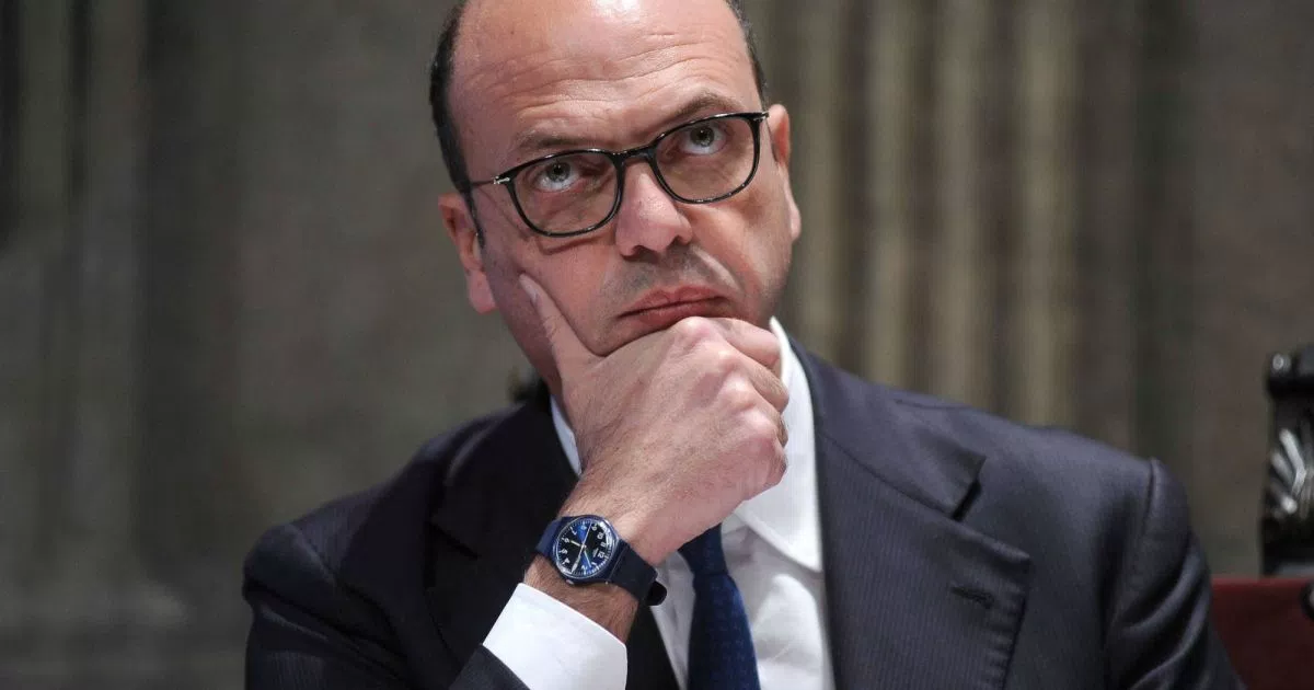 "< img src=""https://www.la-notizia.net/angelino-alfano"" alt=""angelino alfano"""