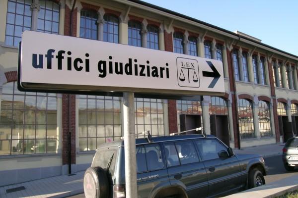 """< img src=""""https://www.la-notizia.net/uffici-giudiziari"""" alt=""""uffici giudiziari"""""""