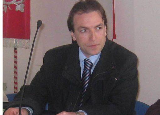 """< img src=""""https://www.la-notizia.net/consiglio"""" alt=""""consiglio"""""""