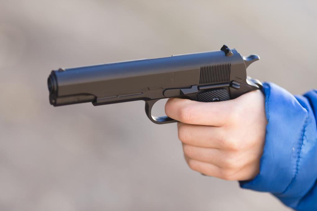 """< img src=""""https://www.la-notizia.net/pistola"""" alt=""""pistola"""""""