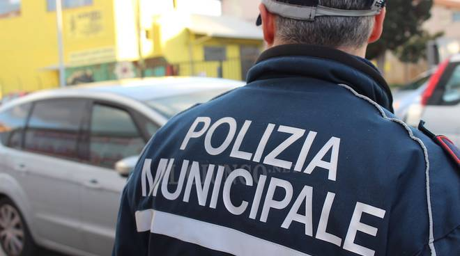 "< img src=""https://www.la-notizia.net/solferino"" alt=""solferino"""