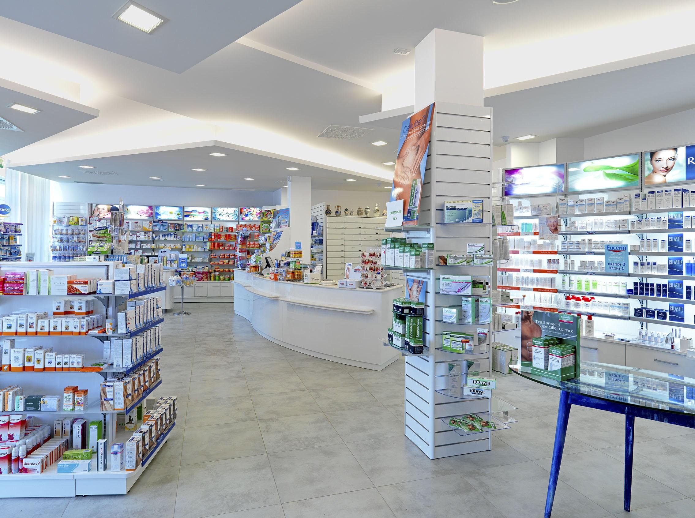 "< img src=""https://www.la-notizia.net/farmaci"" alt=""farmaci"""