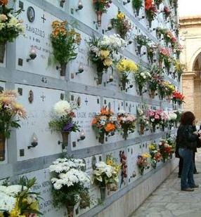 "< img src=""https://www.la-notizia.net/cimiteri"" alt=""cimiteri"""
