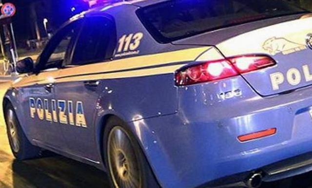 """< img src=""""https://www.la-notizia.net/via-roma"""" alt=""""via roma"""""""