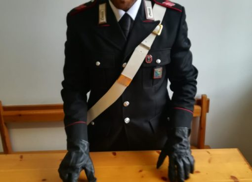 "< img src=""https://www.la-notizia.net/furto"" alt=""furto"""