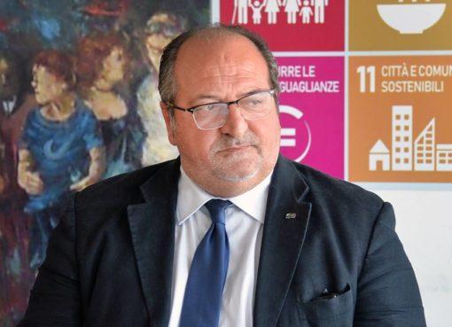 """< img src=""""https://www.la-notizia.net/salle"""" alt=""""salle"""""""