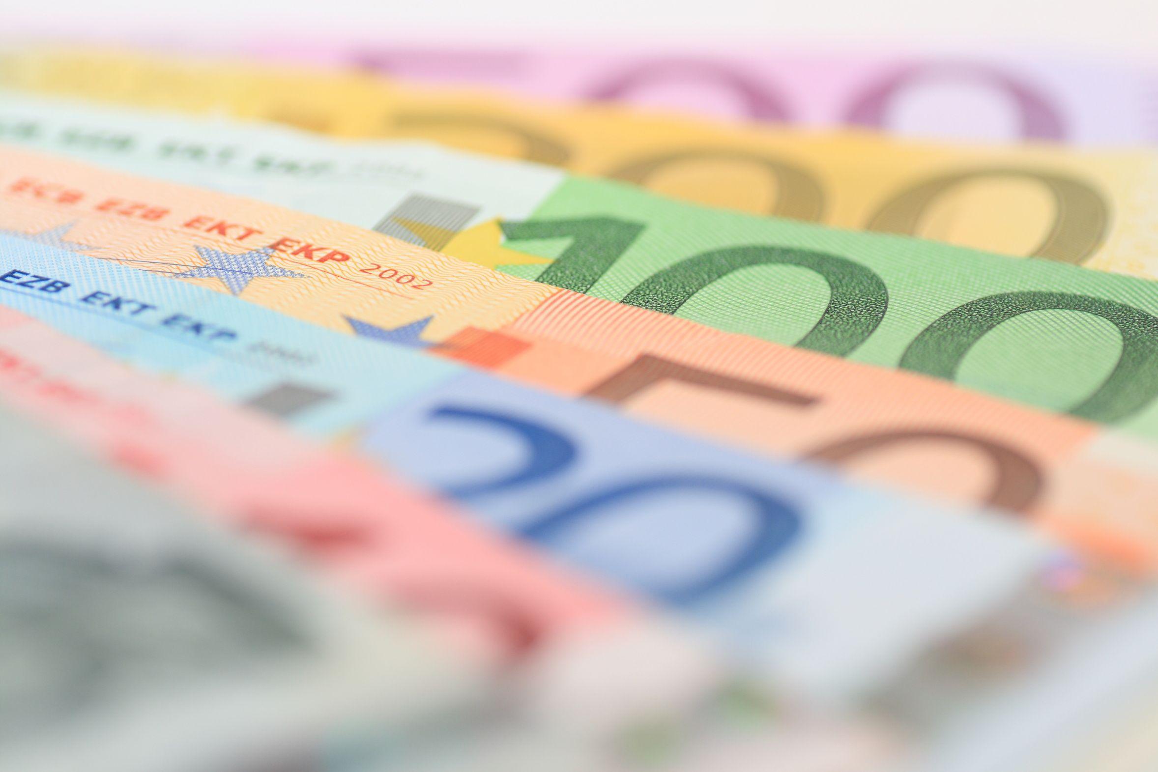 "< img src=""https://www.la-notizia.net/banca"" alt=""banca"""