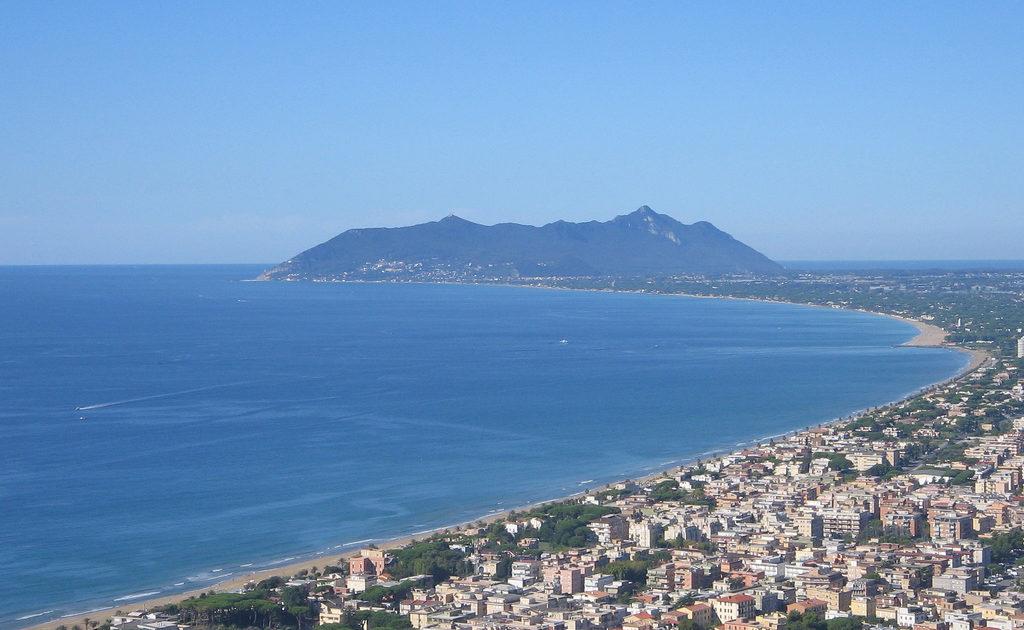 """< img src=""""https://www.la-notizia.net/terracina"""" alt=""""terracina"""""""