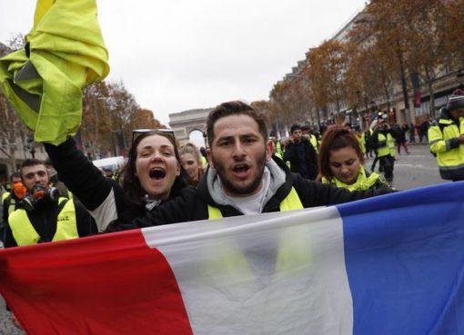 "< img src=""https://www.la-notizia.net/gilet-gialli"" alt=""gilet gialli"""