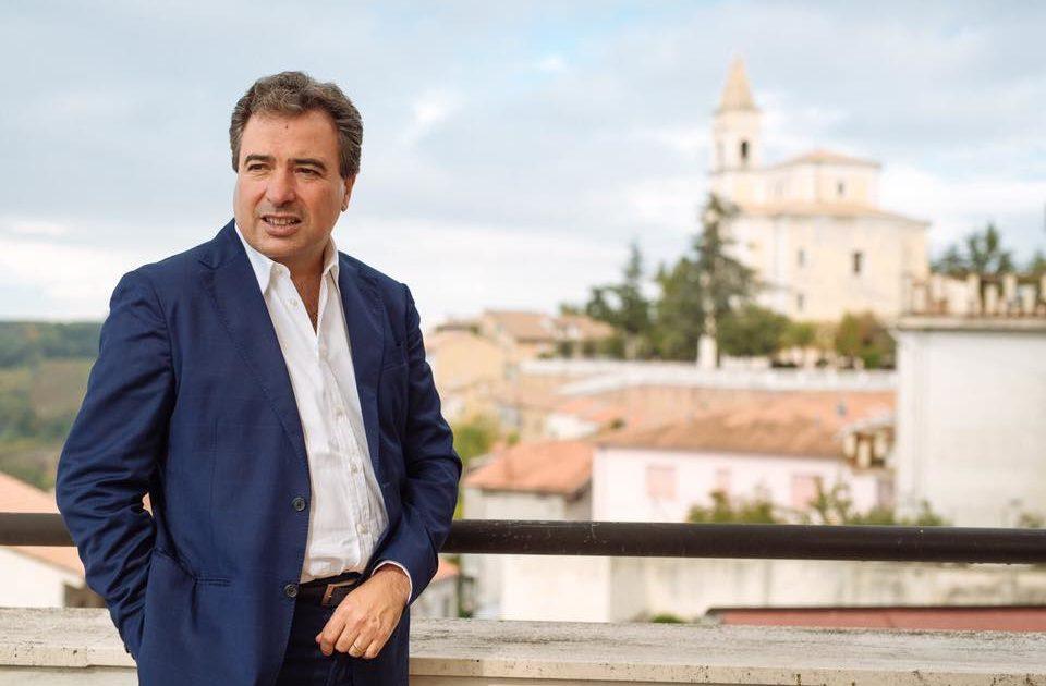 "< img src=""https://www.la-notizia.net/comitati"" alt=""comitati"""