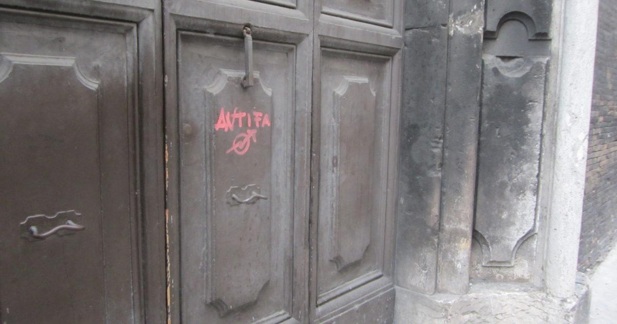 "< img src=""https://www.la-notizia.net/antifà"" alt=""antifà"""