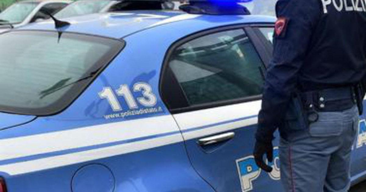 "< img src=""https://www.la-notizia.net/polizia"" alt=""polizia"""