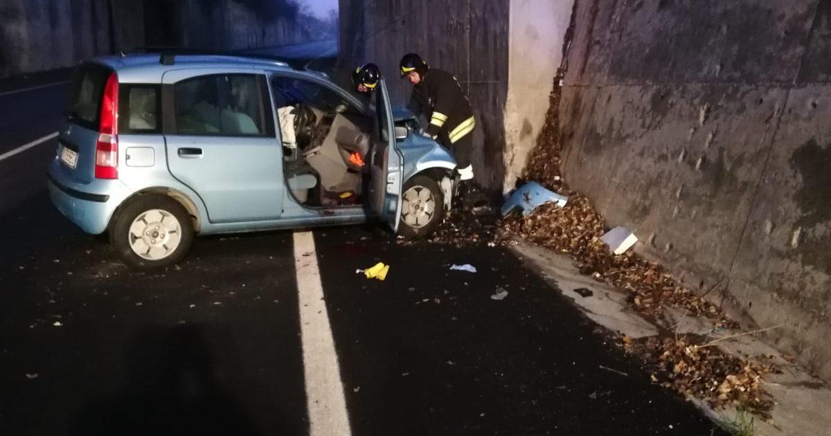 """< img src=""""https://www.la-notizia.net/SP553"""" alt=""""SP553"""""""