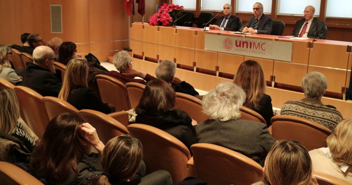 "< img src=""https://www.la-notizia.net/unimc"" alt=""unimc"""