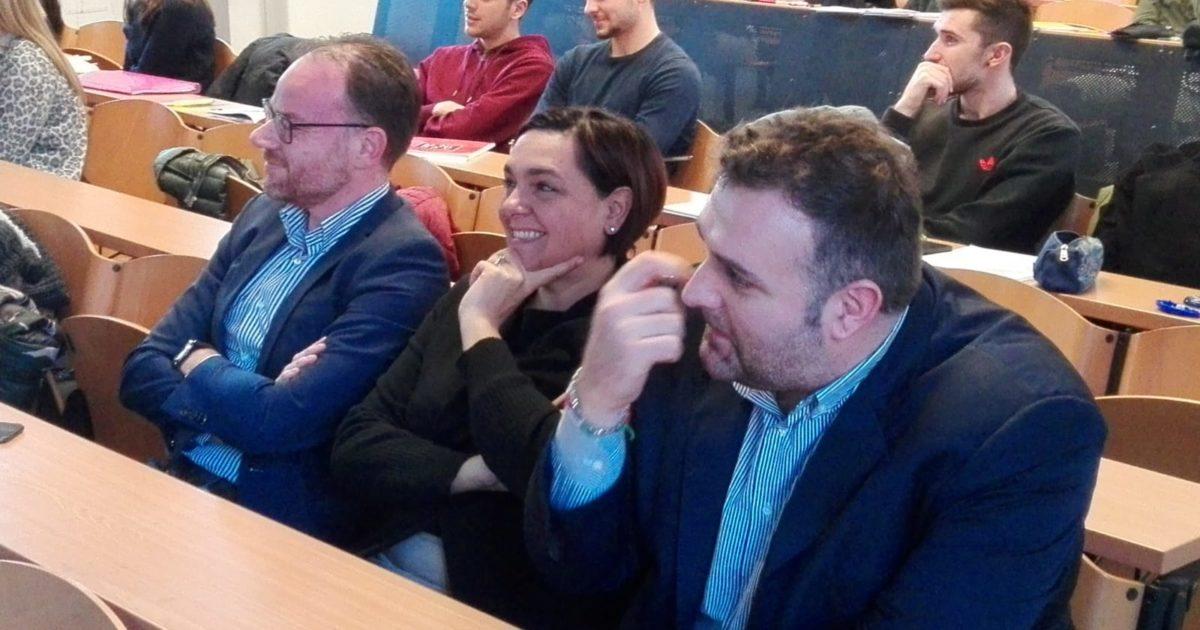 "< img src=""https://www.la-notizia.net/giovani-imprenditori"" alt=""giovani imprenditori"""