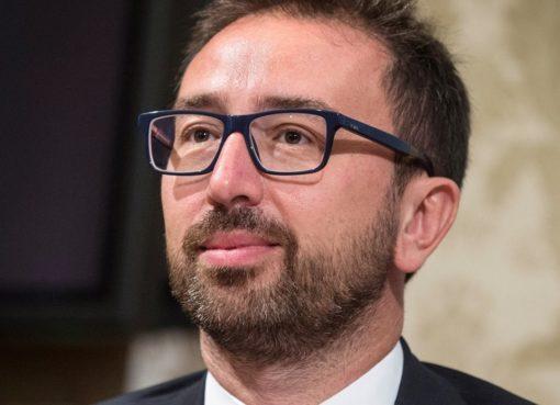 """< img src=""""https://www.la-notizia.net/battisti"""" alt=""""battisti"""""""
