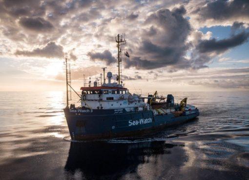 """< img src=""""https://www.la-notizia.net/sea"""" alt=""""sea"""""""