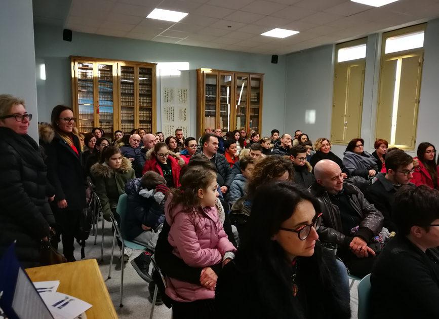 """< img src=""""https://www.la-notizia.net/liceo"""" alt=""""liceo"""""""
