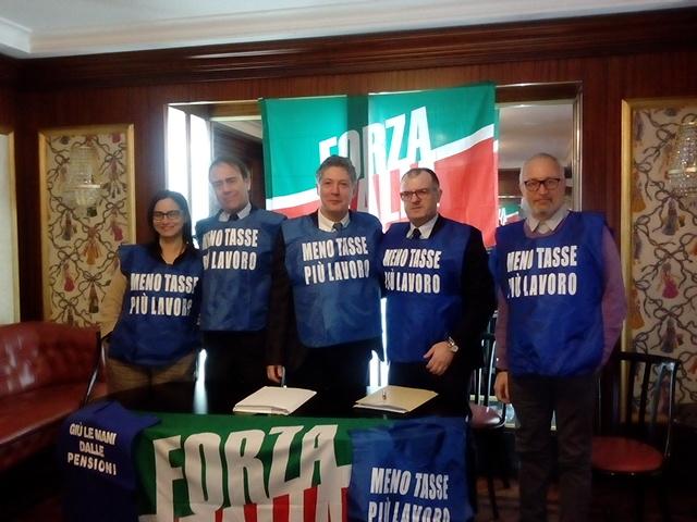 "< img src=""https://www.la-notizia.net/forza-italia"" alt=""forza italia"""