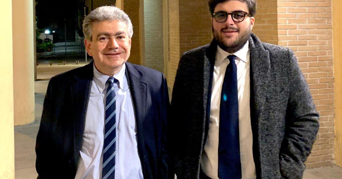 "< img src=""https://www.la-notizia.net/pavone"" alt=""pavone"""