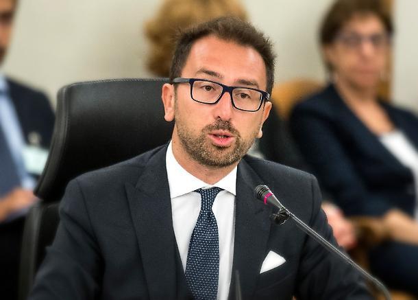 "< img src=""https://www.la-notizia.net/csm"" alt=""csm"""