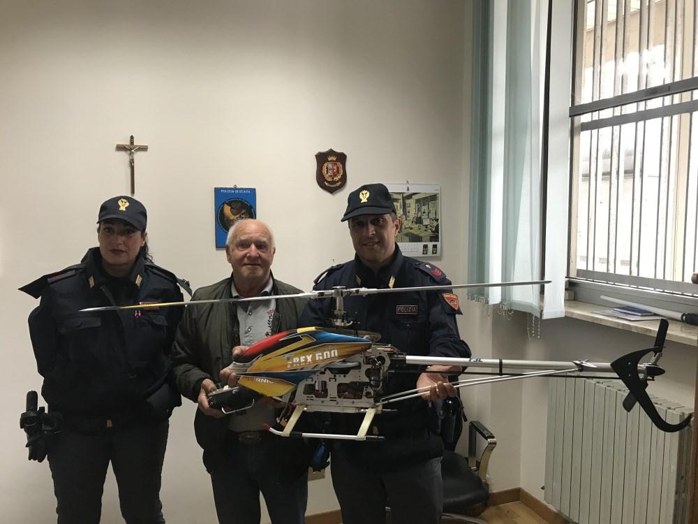 """< img src=""""https://www.la-notizia.net/elicottero"""" alt=""""elicottero"""""""