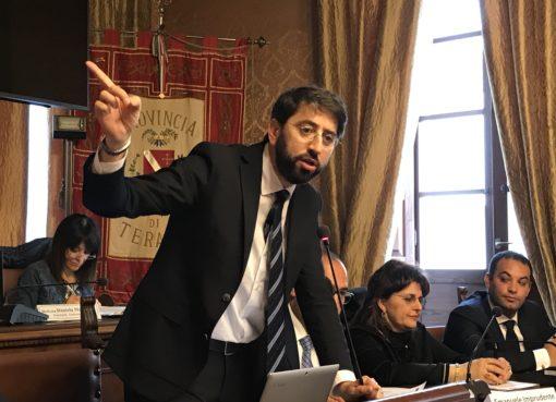 "< img src=""https://www.la-notizia.net/sindaci"" alt=""sindaci"""