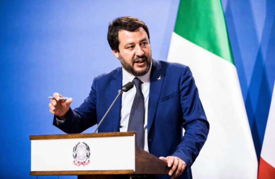 """< img src=""""https://www.la-notizia.net/tasse"""" alt=""""tasse"""""""