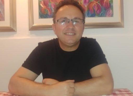 """< img src=""""https://www.la-notizia.net/nik metani"""" alt=""""nik metani"""""""