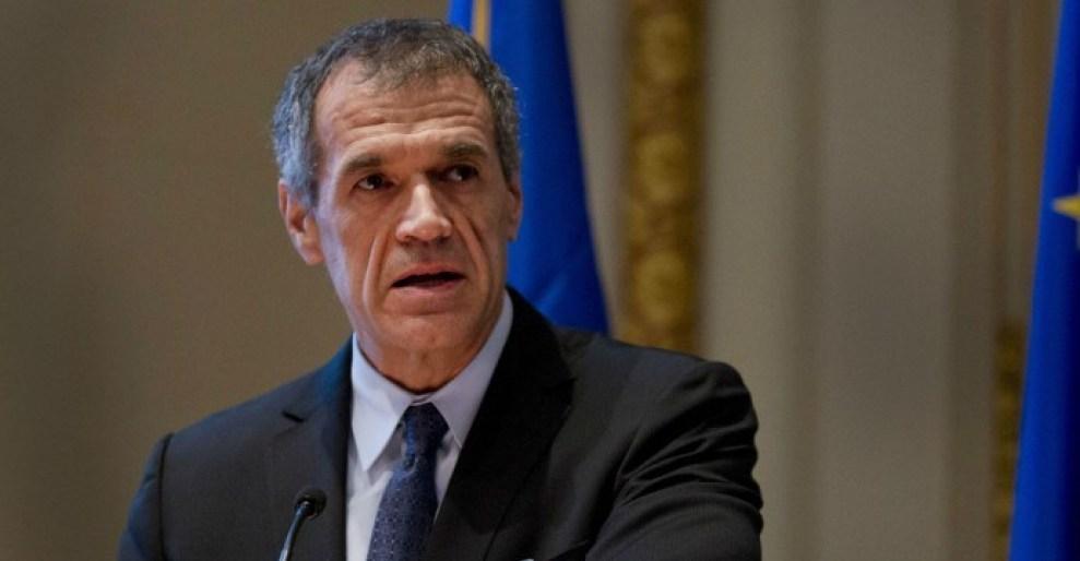 "< img src=""https://www.la-notizia.net/cottarelli"" alt=""cottarelli"""