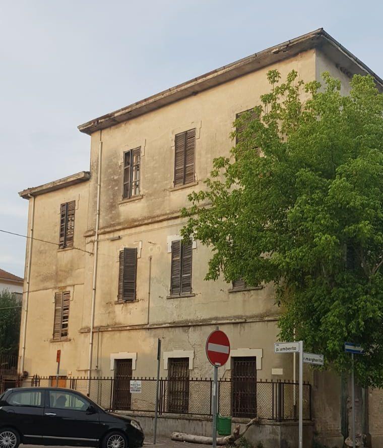 "< img src=""https://www.la-notizia.net/stazione"" alt=""stazione"""