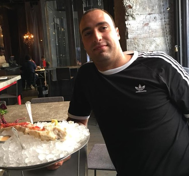 "< img src=""https://www.la-notizia.net/chef"" alt=""chef"""
