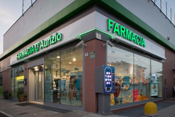 """< img src=""""https://www.la-notizia.net/farmacia"""" alt=""""farmacia"""""""