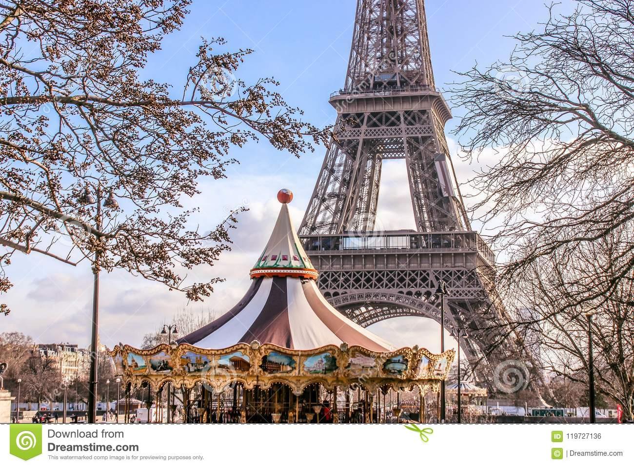 "< img src=""https://www.la-notizia.net/parigi"" alt=""parigi"""