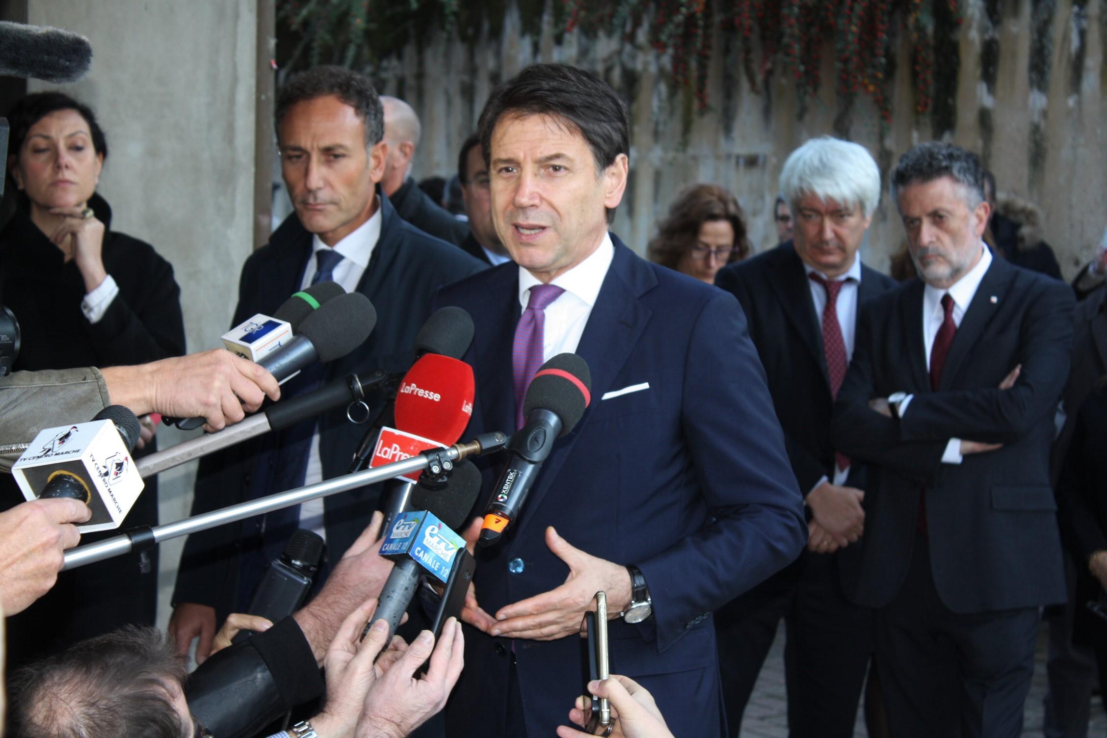 "< img src=""https://www.la-notizia.net/camerino"" alt=""camerino"""